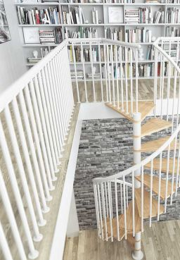landing banister in white